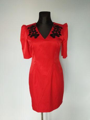 Czerwona sukienka czarne zdobienia V-dekolt 40/L