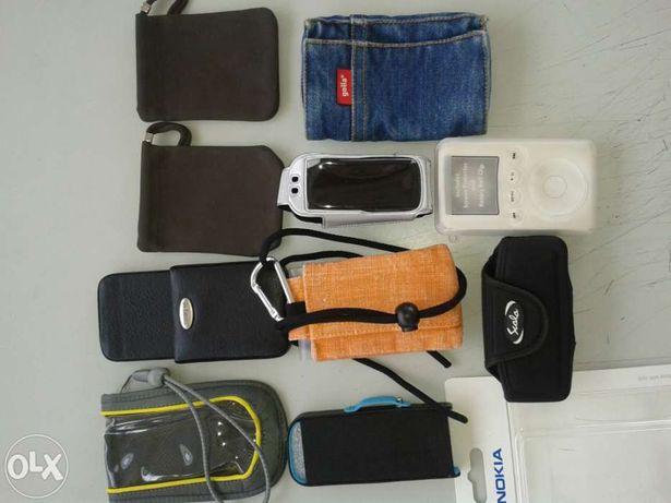 Bolsas, carregadores de telemóveis.