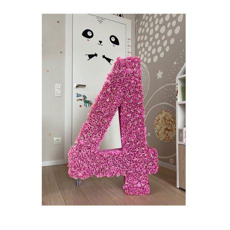 Большая розовая цифра четыре 4 на день рождения метровая