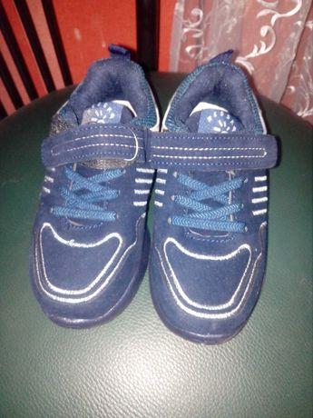 Продам нові кросівки!!!