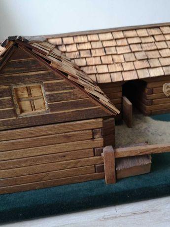 Drewniana stajnia - wyjątkowa makieta, zabawka.