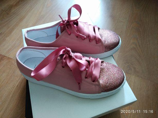 Взуття нове жіноче