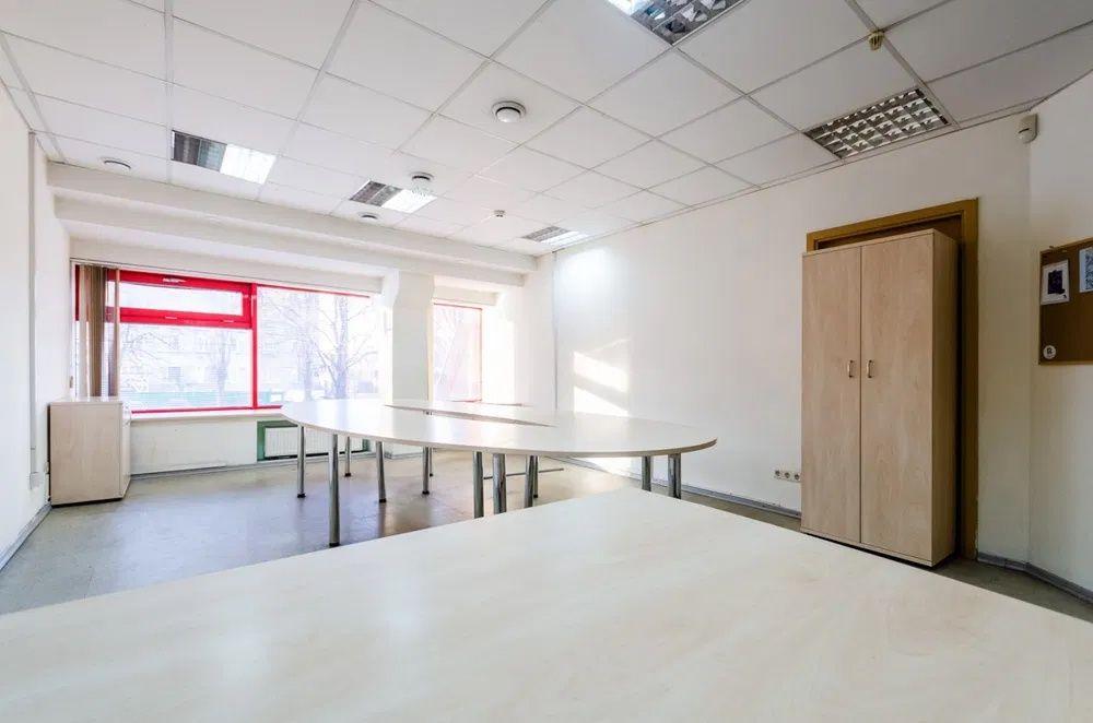 Офис 33м2 евроремонт кондиционер интернет в ОЦ ор. Фокстрот м.Петровка Киев - изображение 1