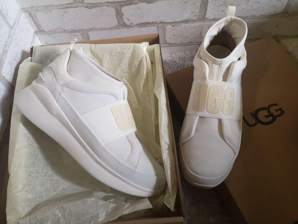 Кроссовки белые UGG