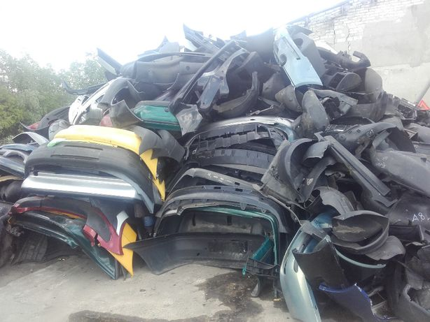 Zderzaki, zbiorniki, plastiki samochodowe, odpady tworzyw sztucznych