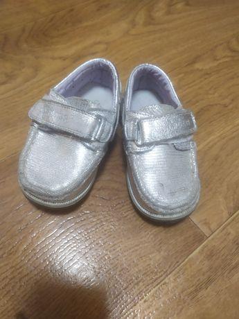 Спортивні туфлі для дівчинки