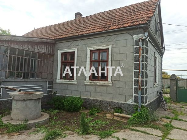 Небольшой старый дом на участке 15 соток в центре села Дачное