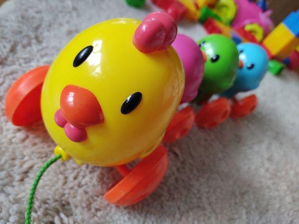 Kurka grająca kurczaczki interaktywna na sznureczku do ciagnięcia.Wysy