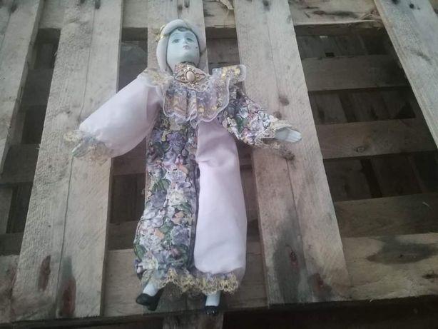 Vendo boneca de porcelana em bom estado