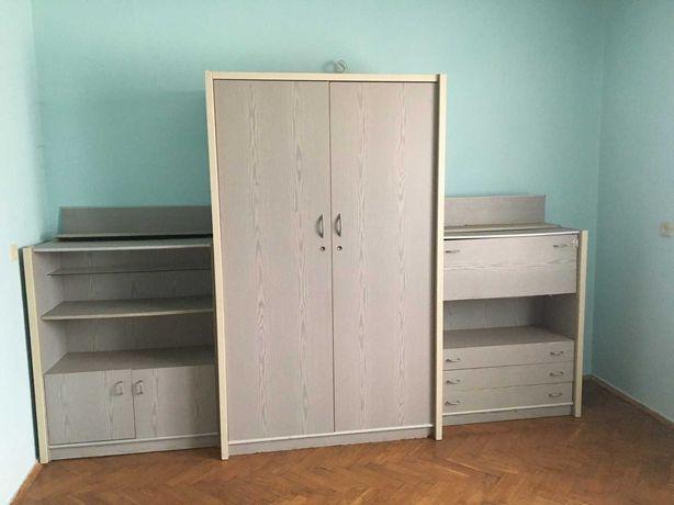 Комплект меблів (шафа комоди, вітрина для посуду). С Біле