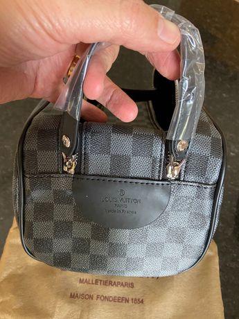 Necessaire de Viagem Louis Vuitton Grande - Dois padrões disponiveis