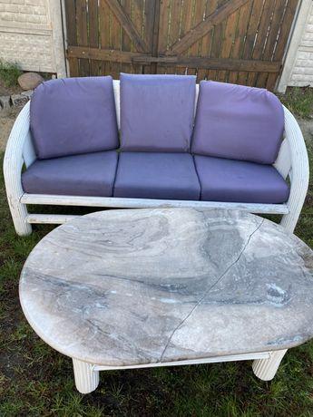 Biala rattanowa sofa z poduszkami + stół z blatem marmurowym