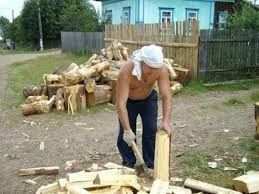 Рубка дров уборка теріторії