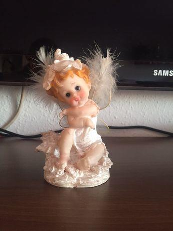 Biały aniołek