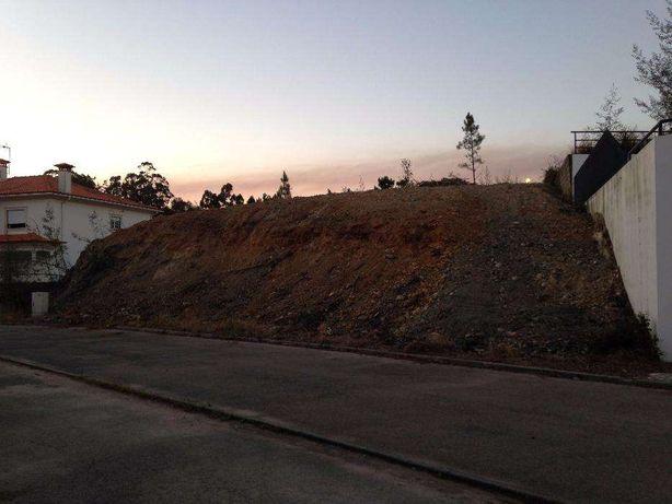 Vende-se terreno urbano área 700m2 na Vila de Luso