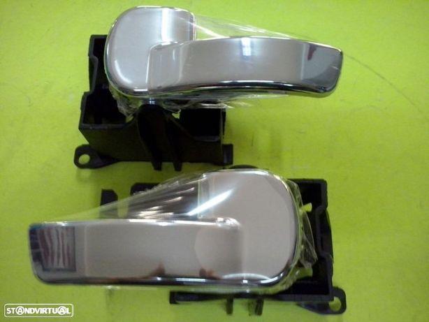 puxadores de porta novos Nissan Navara D40