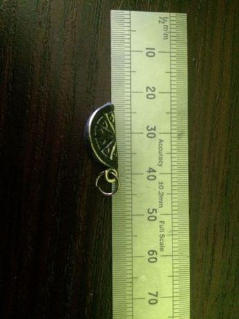 Wisiorek srebrny - widoczny na zdjęciu