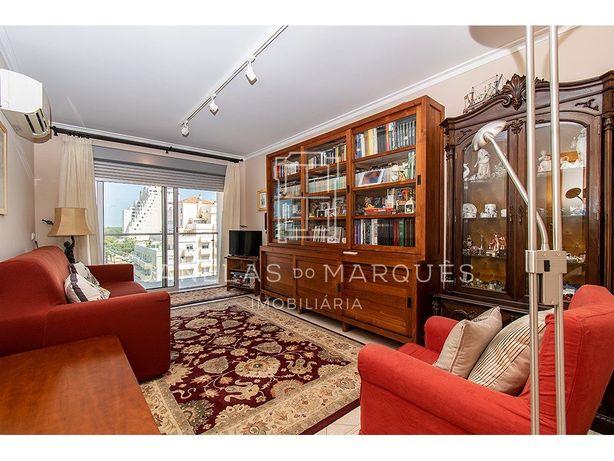 Apartamento Duplex T3+1 com elevador junto à praia de Mon...