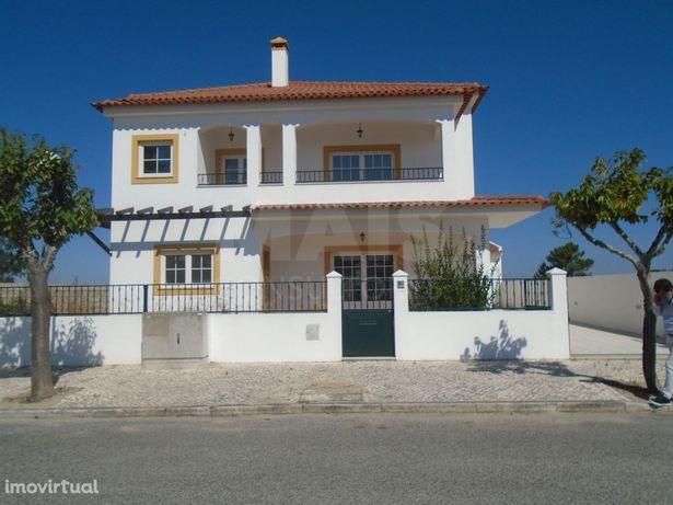 Moradia T4 em Pegões - Montijo, com 3 suites