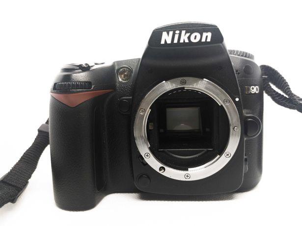 Nikon D90 niski przebieg + 5 obiektywów nikkor + 2 baterie + gratis
