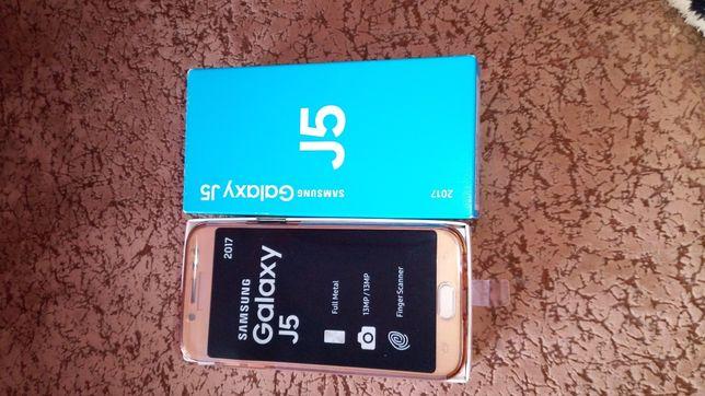 Продається телефон Samsung galaxy J5