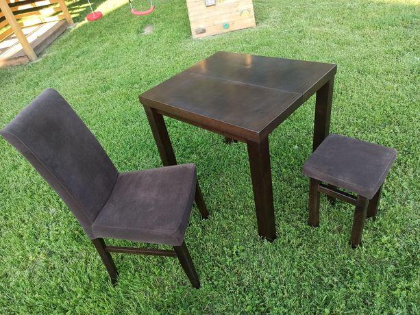 Stół, 2 krzesła i 2 taborety