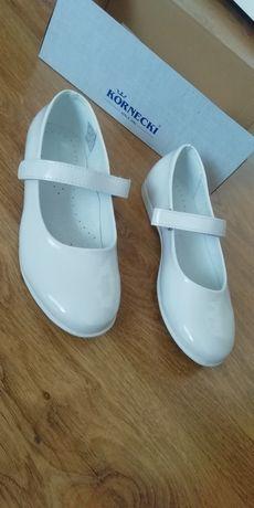 Białe baleriny Kornecki