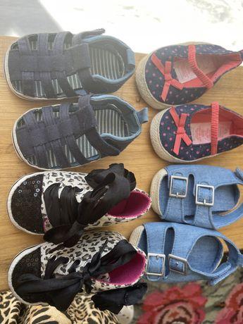 4 pares sapatos bebé