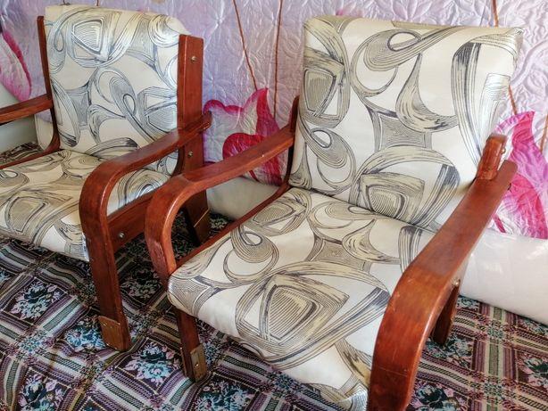 Крепкие деревянные детские кресла