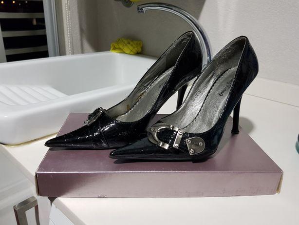 Vendo sapatos tamanho 36