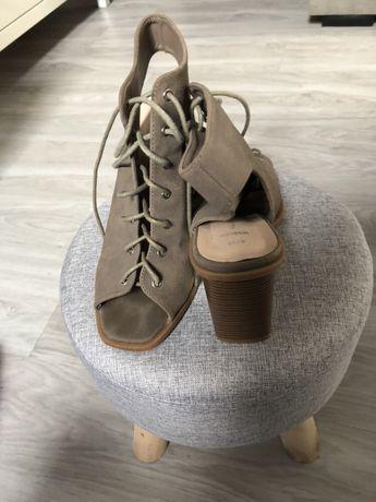 NEW LOOK sznurowane sandaly na obcasie 39