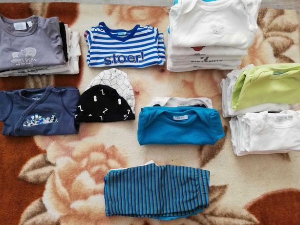 Ubranka niemowlęce w rozmiarze 50/56