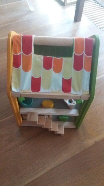 Drewniany i ekologiczny super domek dla lalek firmy PLAN TOYS
