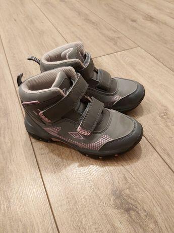 Buty dziewczęce Umbro.