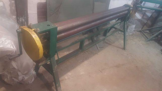 Вальцовочный станок для листового металла.