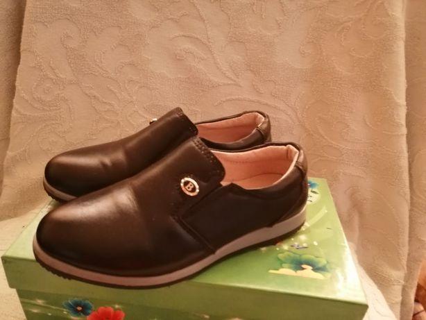 Продам кожаные туфли для мальчика 27 р.
