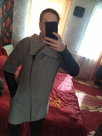 Пальто 42р серого цвета