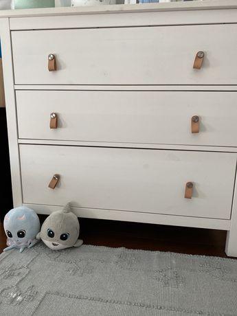Cómoda HEMNES branca Ikea