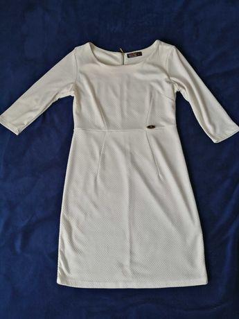 Biała sukienka z dłuższym rękawem