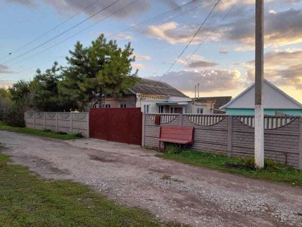 Продам добротный кирпичный дом.