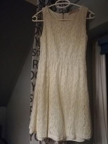 Sukienka beżowa de facto