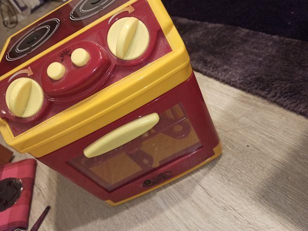Zabawkowa kuchenka dla dziecka