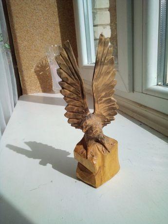 Резная фигура орла. Орел деревянный .