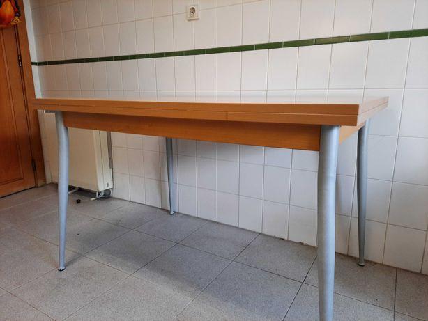 Mesa de cozinha com tampo em Faia