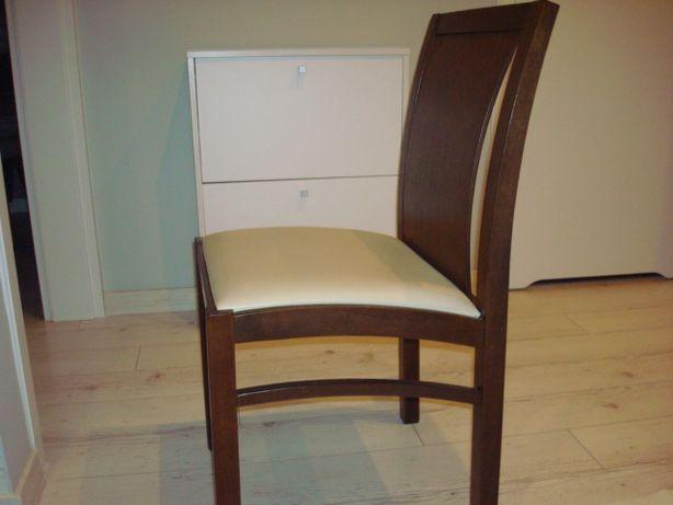 Eleganckie i wygodne krzesła dębowe do jadalni.