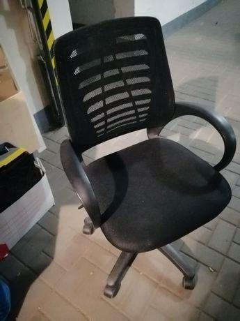 Fotel obrotowy firmy BRW