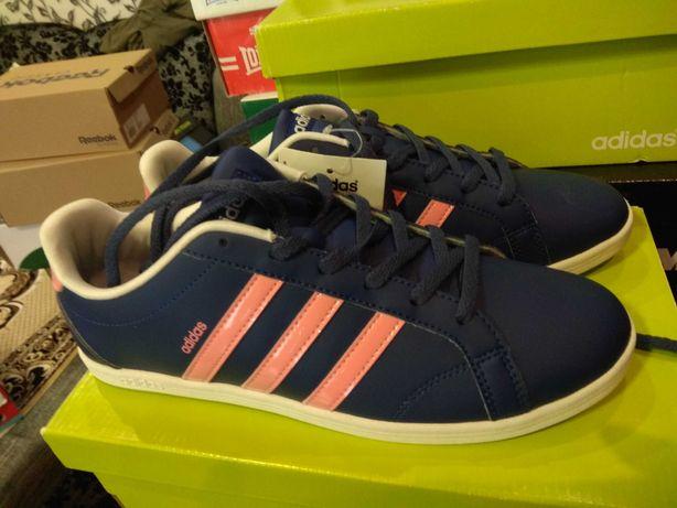 Оригинальные кроссовки Adidas р. - 39 и 40. ( 25 см и 26 см ).