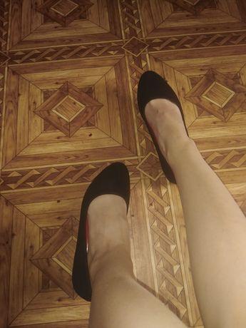 Чёрные замшевые балетки