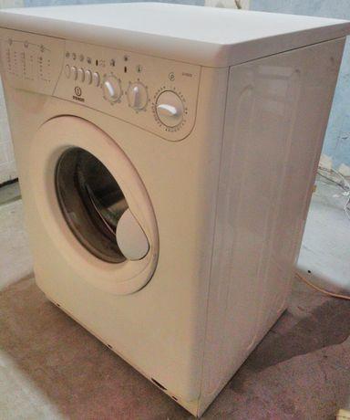 Продам итальянскую стиралку Indesit W105TX, 5кг, 90гр,1000об Отл.сост.