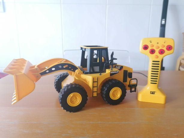 Brinquedo Escavadora Cat com telecomando - 15€